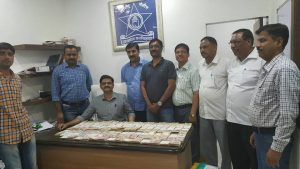 Thane cops seize Rs 96 lakh old denomination currency notes (3)
